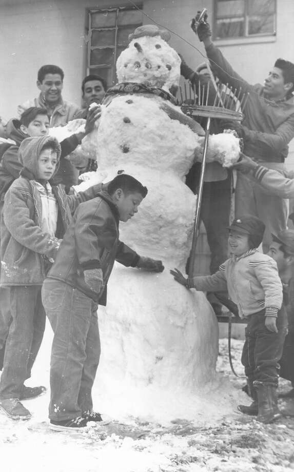 A family builds a snowman after San Antonio was hit by a snow storm on Feb. 22, 1966. Photo: San Antonio Express-News File Photo
