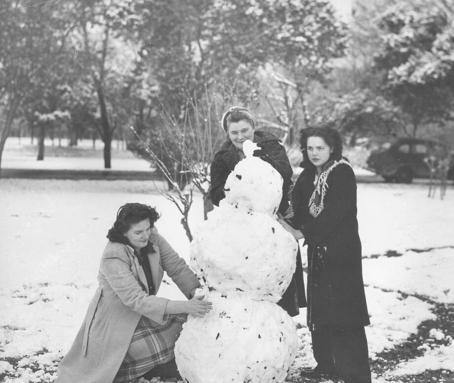 Three women work on a snowman after a storm hit San Antonio on Feb. 22, 1966. Photo: San Antonio Express-News File Photo