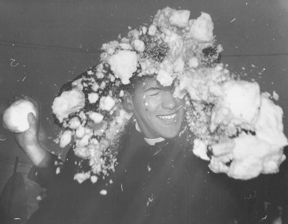A young man gets hit in the face during a snowball fight after a storm in San Antonio on Feb. 22, 1966. Photo: San Antonio Express-News File Photo