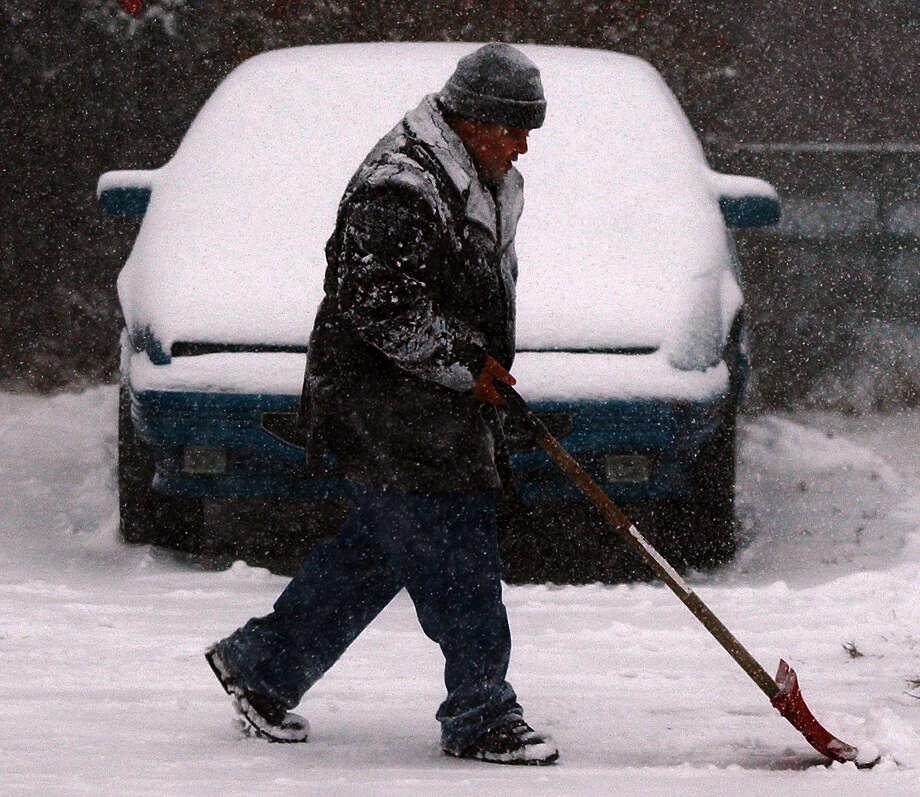 Arthur Perretta of Colonie shovels his driveway during the 2002 Christmas Day snowstorm, which dumped nearly 20 inches of snow. The National Weather Service is forecasting 1 to 2 inches of snow overnight into Christmas morning for 2012. (Times Union archive) Photo: JAMES GOOLSBY / ALBANY TIMES UNION