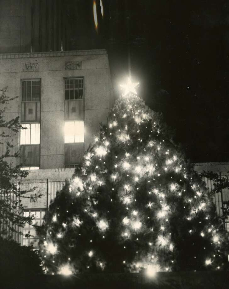 The Tree of Light outside Houston s City Hall, 1953. (Chronicle file)