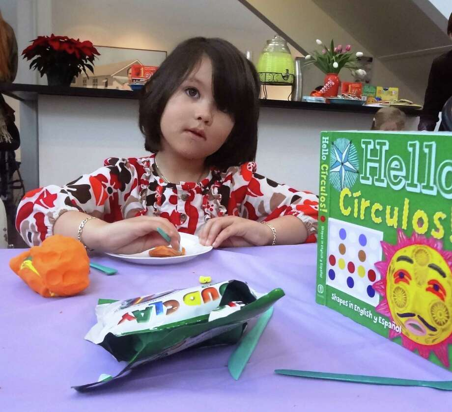 The Arte Kids series books help teach children numbers, colors and shapes in English and Spanish. Photo: Steve Bennett, San Antonio Express-News