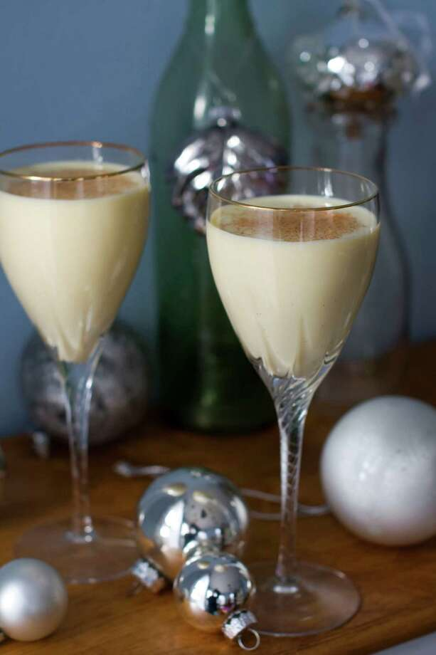 A glass of wine has approximately 100 calories, while many mixed drinks are in the 200- to 300-calorie range, and eggnog is 400 or so calories per glass. Photo: Matthew Mead, FRE / FR170582
