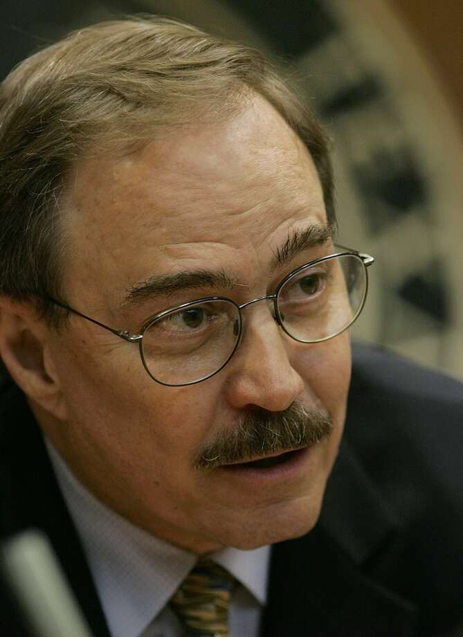 Rep. Kent Grusendorf, R-Arlington, who chairs a House committee on public education reform, talks to a witness before the committee meeting Thursday, Aug. 11, 2005, in Austin, Texas. Photo: HARRY CABLUCK, AP / AP