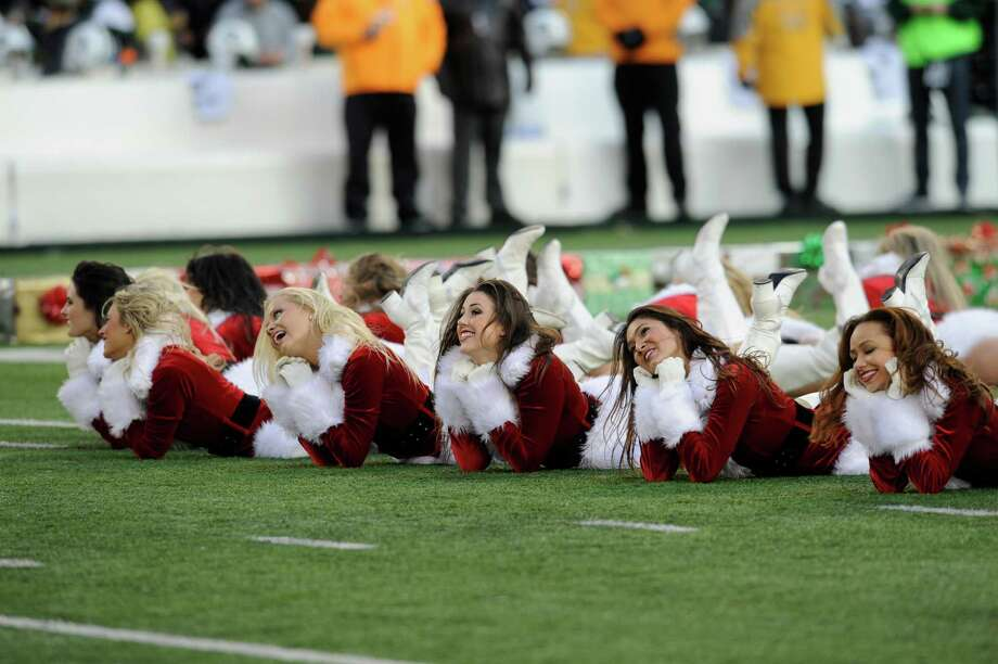 New York Jets cheerleaders perform on the field. Photo: AP