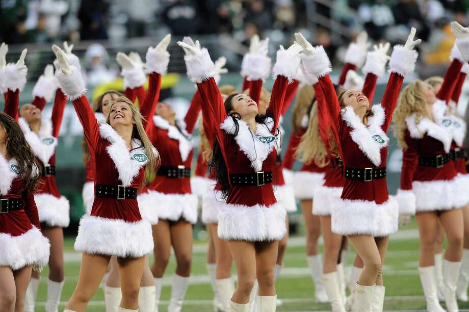 New York Jets cheerleaders dance. Photo: AP