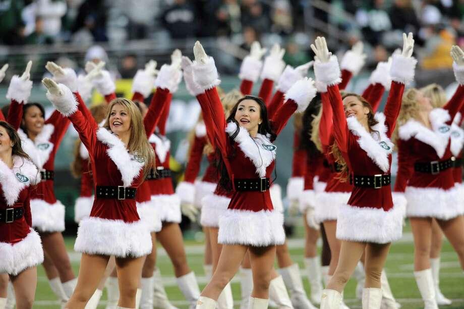New York Jets cheerleaders dance. Photo: AP