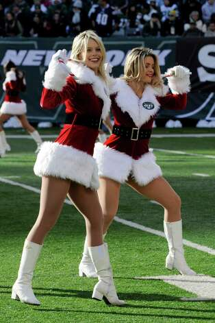 New York Jets cheerleaders perform. Photo: AP