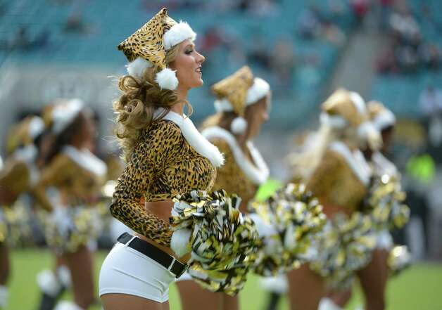 Jacksonville Jaguars cheerleaders perform. Photo: AP