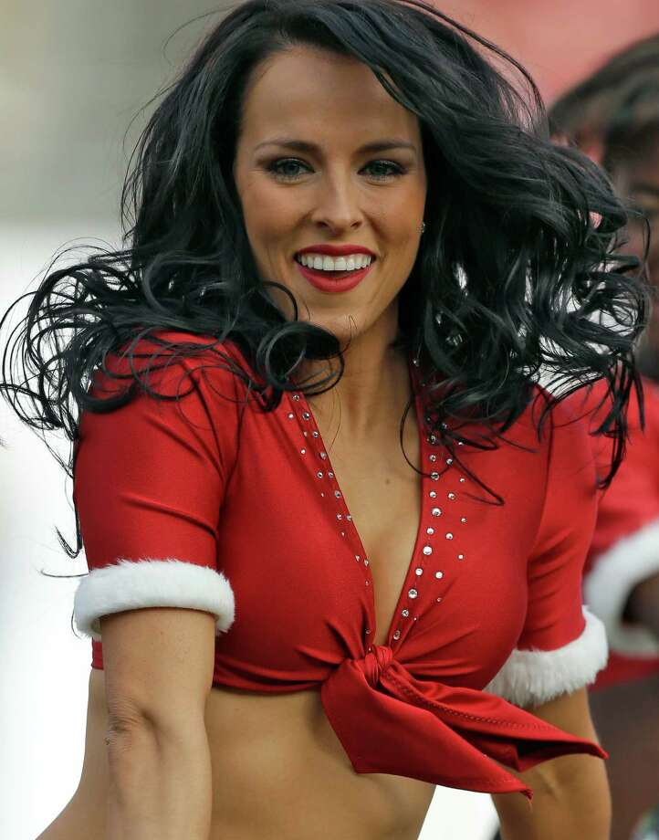 A Tampa Bay Buccaneers cheerleader dances. Photo: AP