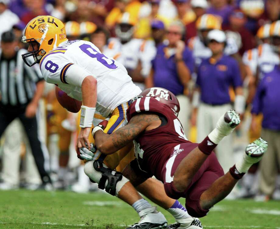 DEFENSEDL: Damontre Moore, Texas A&M, 6-4, 250, Jr., Rowlett. Seen here trying to tackle LSU quarterback Zach Mettenberger. Photo: Eric Kayne, Associated Press / FR170049 AP
