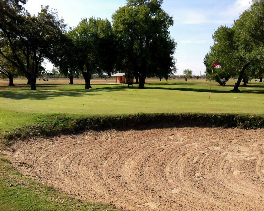 Sand and trees provide some challenges, especially for beinning golfers, around the greens at Hondo Golf Course. Photo: LeAnna Kosub, San Antonio Express-News