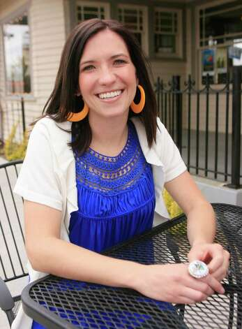 Crystal Woodman Miller poses for a photo at an Oklahoma City coffee shop, in Oklahoma City, Wednesday, April 15, 2009. Photo: Sue Ogrocki, Associated Press / AP2009