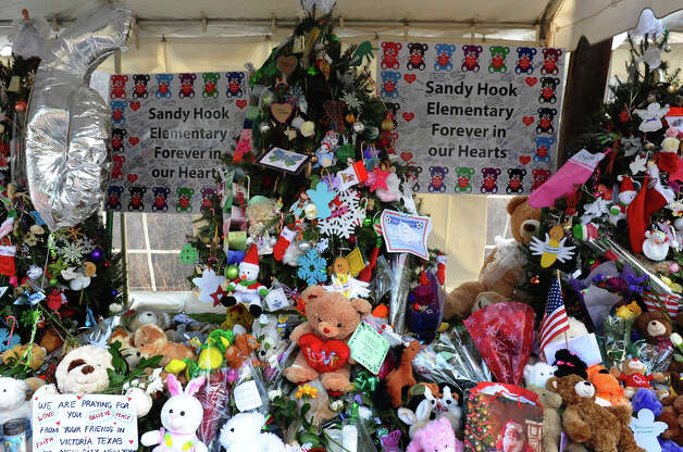 Scenes from around Newtown as people stop by to see memorials set up in memory of the Sandy Hook Elementary School shooting victims on Christmas Day in Newtown, Conn. on Tuesday December 25, 2012. Photo: Christian Abraham