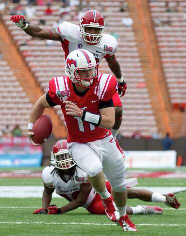 Sheraton Hawaii Bowl, Dec. 24: SMU 43, Fresno State 10; Aloha Stadium in Honolulu; Payout: $650,000PHOTO: Fresno State safety Phillip Thomas (bottom) and linebacker Tristan Okpalaugo (top) watch as SMU quarterback Garrett Gilbert (11) breaks a tackle and runs in for a touchdown in the second quarter of the Hawaii Bowl. Photo: Eugene Tanner, Associated Press / FR168001 AP