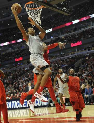 Greg Smith attacks the basket. (David Banks / Getty Images)
