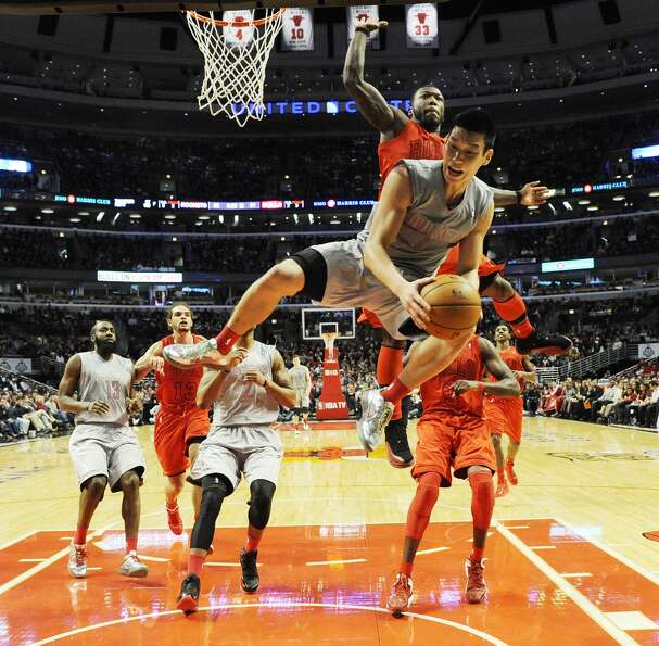 Jeremy Lin takes a hit from Bulls guard Nate Robinson during the second half. (David Banks / Getty I