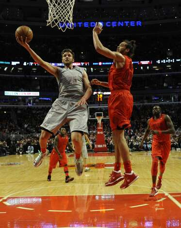 Chandler Parsons looks to lay the ball in the basket. (David Banks / Getty Images)
