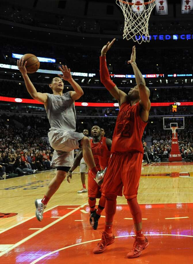 Jeremy Lin soars to the basket. (David Banks / Getty Images)