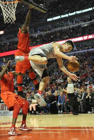 Jeremy Lin takes a hit from Bulls guard Nate Robinson during the second half. (David Banks / Getty Images)