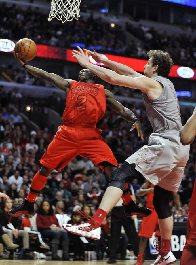 Bulls guard Nate Robinson puts up a shot in front of Omer Asik. (Paul Beaty / Associated Press)