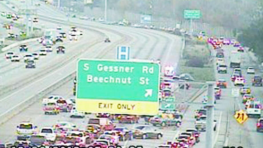 TranStar's traffic cam shows motorists trying to exit U.S. 59 at the site of a two-vehicle crash that claimed at least one life Wednesday morning. (TranStar) Photo: TranStar