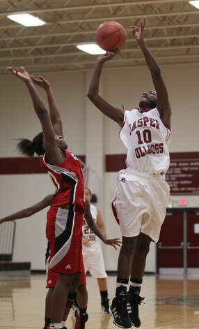 Shemiqua Spikes shoots over a Carthage player. Photo: Jason Dunn