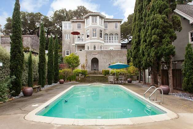 A pool and spacious backyard. Photo: Peter Lyons/Peter Lyons Photogra