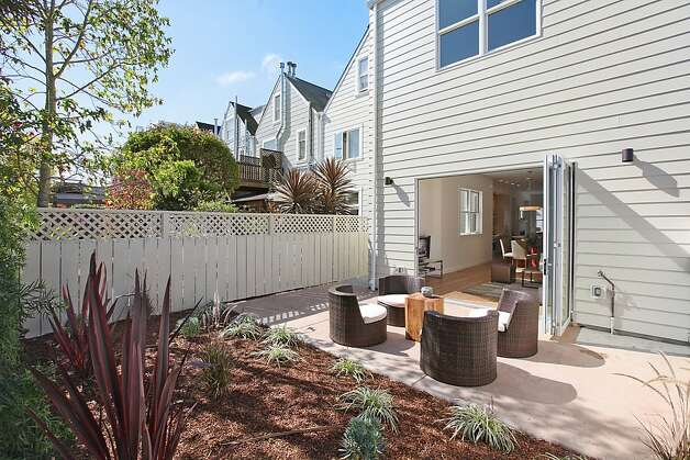 Another angle of the San Francisco home's backyard. Photo: OpenHomesPhotography.com