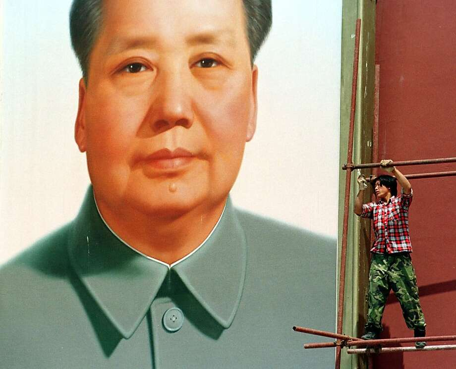 A worker erects scaffolding next to a portrait of late communist leader Mao Zedong on Beijing's Tiananmen Gate in 1999. Photo: Greg Baker