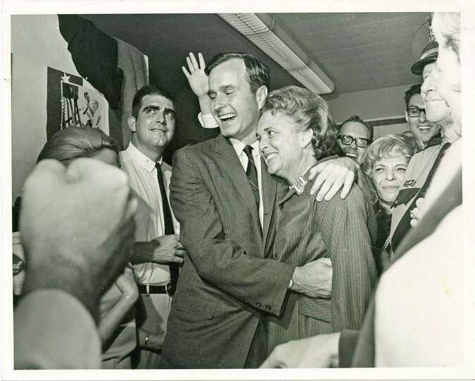 PHOTO FILED: GEORGE HW BUSH-GROUP.  11/08/1966 - George and Barbara Bush celebrate his election to a