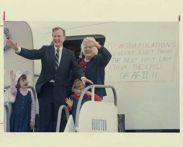 11/09/1988 - President-elect George Bush, his wife, Barbara, and his grandchildren, Jenna (left) and Barbara wave to well-wishers before they board a jet at Ellington Field the day after his election victory.  At right can be seen a congratulatory sign prepared by the crew.  Photo: King Chou Wong, Houston Chronicle / Houston Post files