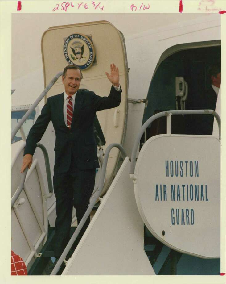 08/24/1988 - Republican presidential nominee George Bush steps off Air Force Two at Ellington on Wednesday as he prepares for a three-day Texas campaign swing.  John Makely / Houston Post Photo: John Makely, Houston Chronicle / Houston Post files