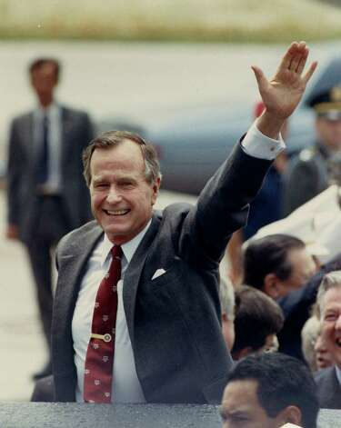GEORGE H.W. BUSH - 05/12/1989 - Pres. George Bush arrives at Texas A&M's Easterwood Airport.  Photo: Steve Ueckert, Houston Chronicle / Houston Chronicle