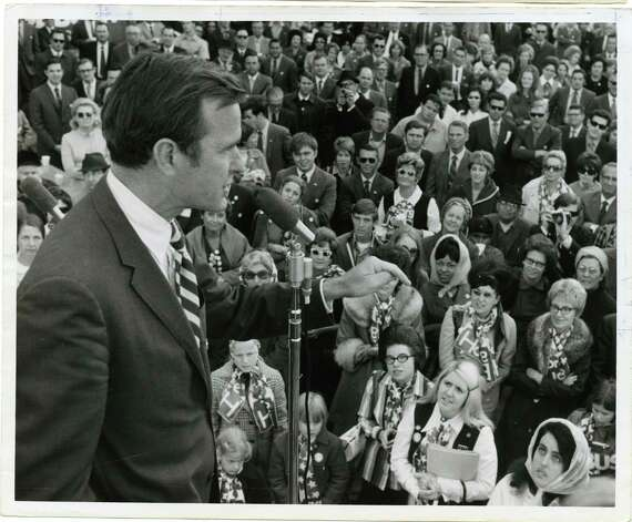 11/02/1970 - George Bush, candidate for U.S. Senate from Texas, thanks his supporters at downtown rally to wrap up his campaign. Bill Thompson / Houston Post Photo: Bill Thompson, Houston Chronicle / Houston Post files