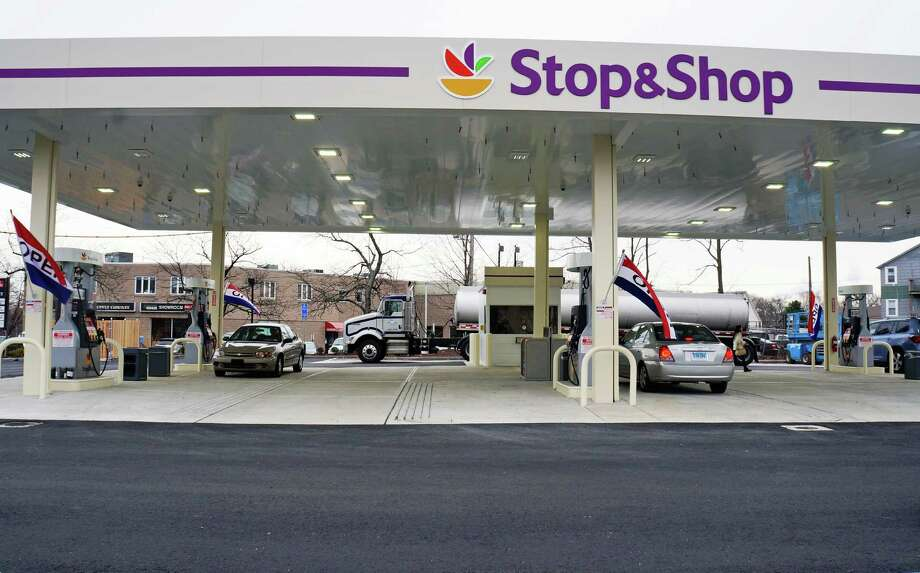 The new Stop & Shop gas station at the corner of Tunxis Hill Road and Villa Avenue is open for business. Photo: Genevieve Reilly / Fairfield Citizen