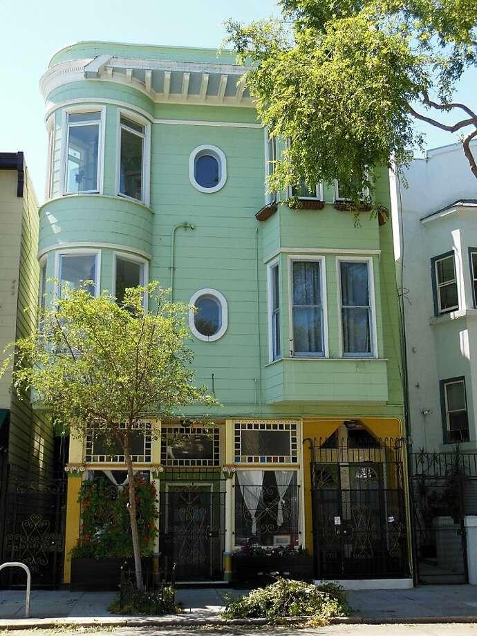 2890-2894 Folsom St Photo: Bradley Real Estate