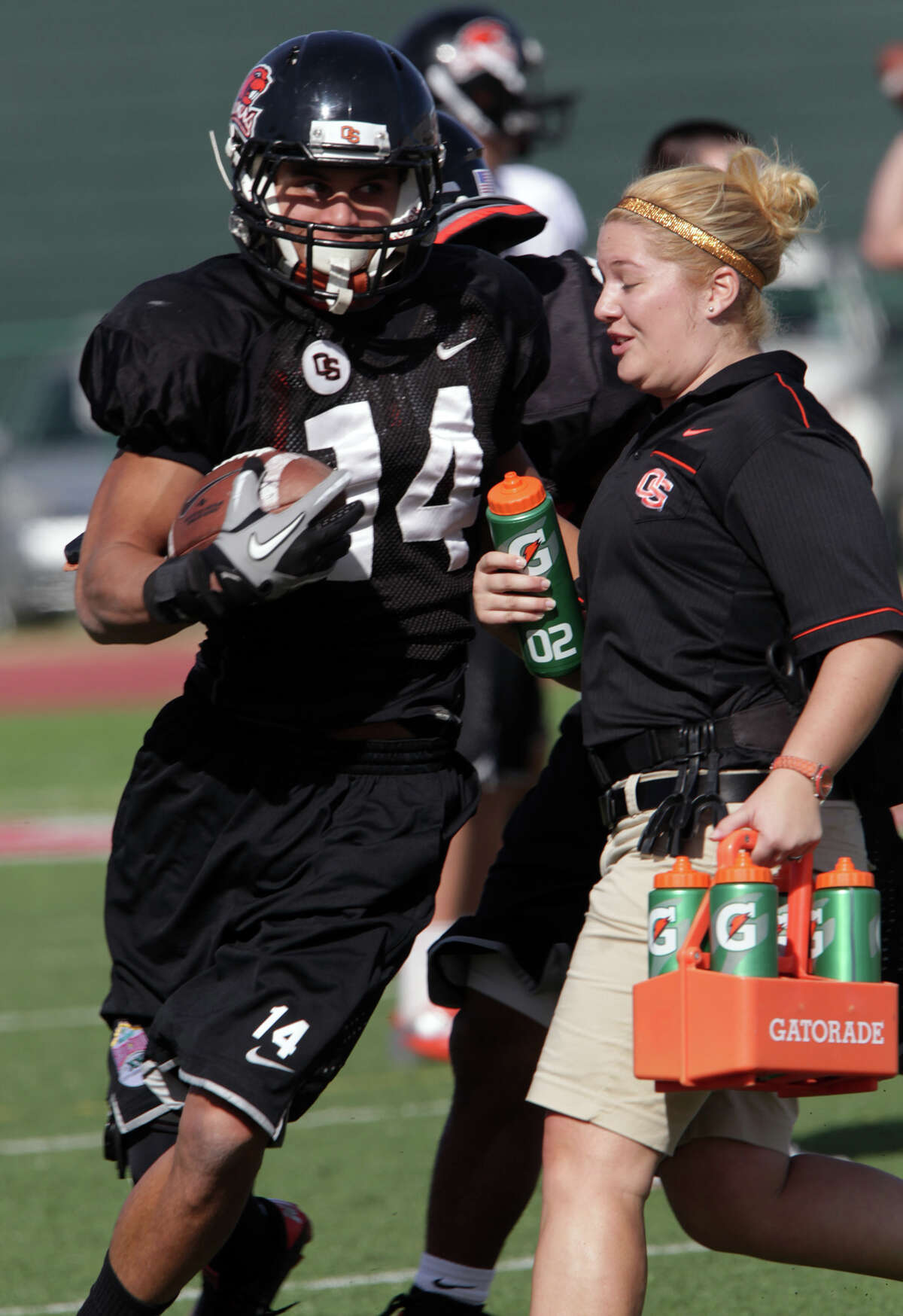 Oregon State Beavers Jordan Poyer nearly colides with a trainer during practice at Benson Stadium, University of the Incarnate Word. Monday, Dec. 24, 2012.
