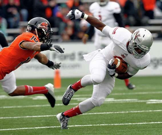 Nicholls State running back Jesse Turner, right, tries to elude Oregon State defender Jordan Poyer during the first half of an NCAA college football game in Corvallis, Ore., Saturday, Dec. 1, 2012. (AP Photo/Don Ryan) Photo: Don Ryan, Associated Press / AP