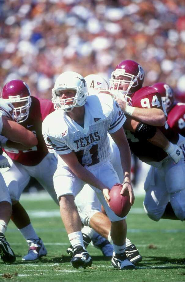 10 Oct 1998: Quarterback Major Applewhite #11 of the Texas Longhorns looks to pitch the ball back during the game against the Oklahoma Sooners at the Cotton Bowl in Dallas, Texas. Texas defeated Oklahoma 34-3. Mandatory Credit: Chris Covatta /Allsport Photo: Chris Covatta, Express-News / Getty Images North America