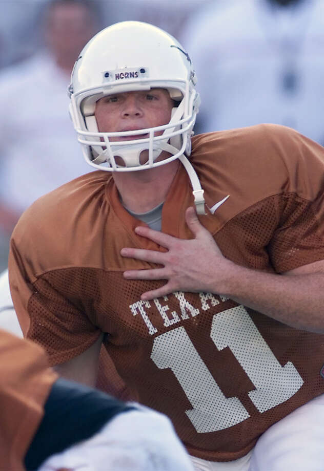 Texas reserve quarterback Major Applewhite calls an audible play at the line of scrimmage during a team scrimmage in this Aug. 22, 2001 file photo, in Austin, Texas. Applewhite, a fifth-year senior who holds or is tied with 40 Texas records, has been moved aside by junior Chris Simms. Photo: HARRY CABLUCK, Express-News / AP