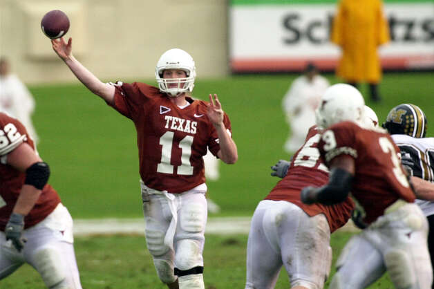 University of Texas' Major Applewhite throws a pass to Hodges Mitchell in the third quarter against Missuri. Texas won 46-12 in a rain soaked contest in Austin, TX today. Photo: Jim Sigmon, Express-News / University of Texas