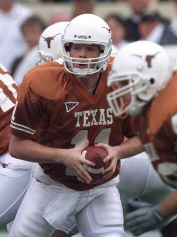 Texas quarterback Major Applewhite drops back to pass in the first quarter against Missouri on Saturday, Oct. 21, 2000, in Austin, Texas. Applewhite led his team to a 46-12 victory over Missouri. His three touchdown passes in the game make him the all-time Texas touchdown passing leader, at 55. (AP Photo/Harry Cabluck) Photo: HARRY CABLUCK, Express-News / AP