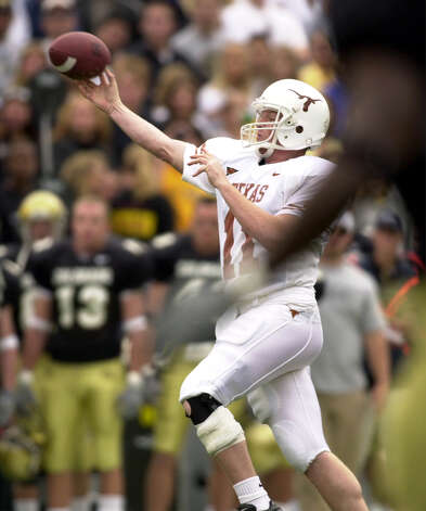 Texas' Major Applewhite throws a pass in the first half against Colorado. Texas won in Boulder, CO today 28-14. Photo: JIM SIGMON, Express-News / UT SPORTS PHOTO