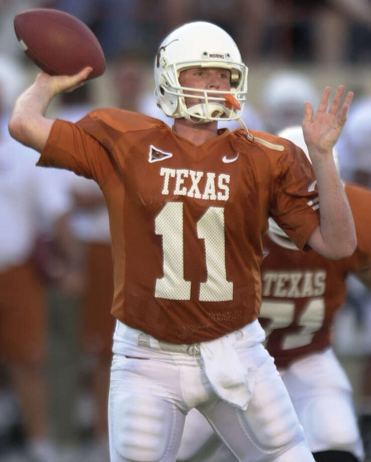 University of Texas quarterback Major Applewhite sets up for a pass Wednesday evening Aug. 30, 2000 during UT's final scrimmage before the start of the regular season. Photo: WILLIAM LUTHER, Express-News / SAN ANTONIO EXPRESS-NEWS