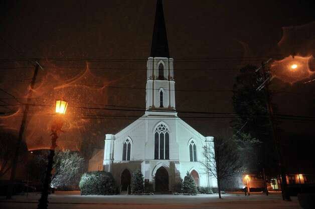 A nor'easter brings snowfall to Stratford, Conn. Wednesday, Dec. 26, 2012. Photo: Autumn Driscoll / Connecticut Post