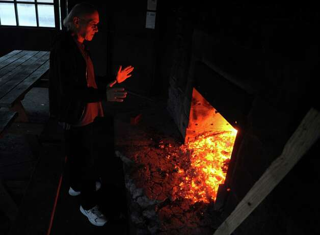 Don Pawlyk, of Shelton, stays warm by the fire Wednesday, Dec. 26, 2012 at Osbornedale State Park in Derby, Conn. Photo: Autumn Driscoll / Connecticut Post