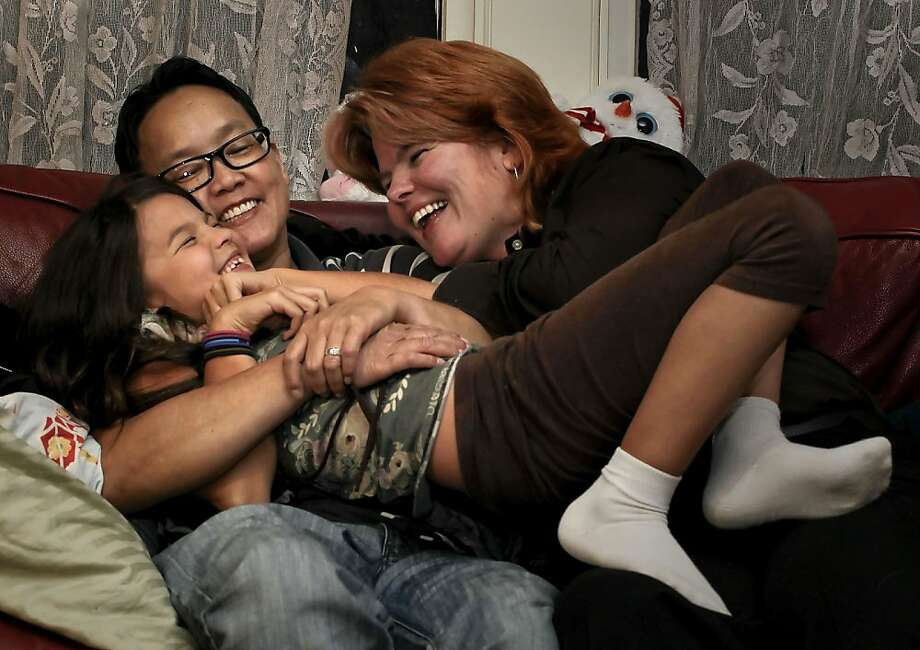 MeiBeck Scott-Chung (left) and Maya Scott-Chung, here with 8-year-old Luna, learned about the bureaucratic rules when they wanted a second pregnancy. A new law will ease those rules. Photo: Michael Macor, The Chronicle