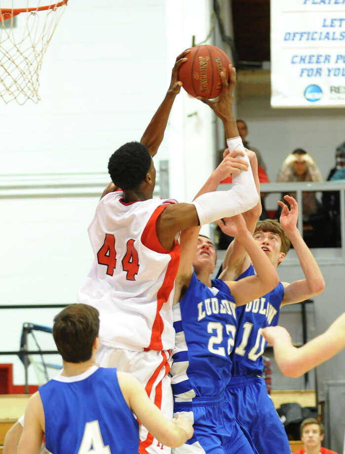 Semifinal action of the Fairfield Prep Holiday Classic basketball tournament between Fairfield Ludlowe and Fairfield Prep, in Alumni Hall at Fairfield University in Fairfield, Conn. on Wednesday December 26, 2012. Photo: Christian Abraham / Connecticut Post