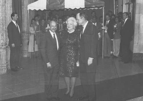 President George H.W. Bush and First Lady Barbara Bush greet Mexican President Carlos Salinas de Gortari on Feb. 27, 1992, at the Majestic Theater, site of the state dinner during a seven-nation drug summit President Bush is hosting in San Antonio. Photo: San Antonio Light File Photo
